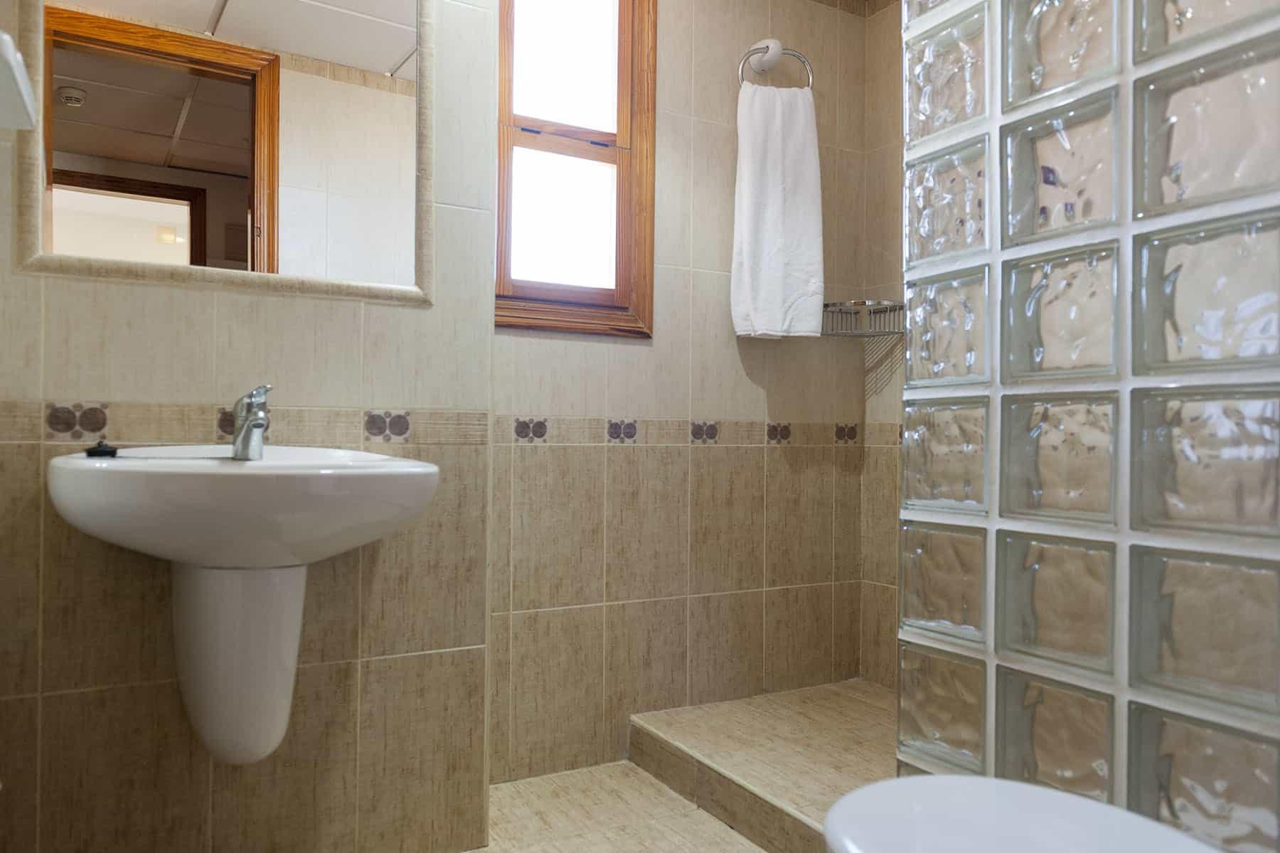 erapark-apartamentos-confortvistasmar-baño (1)