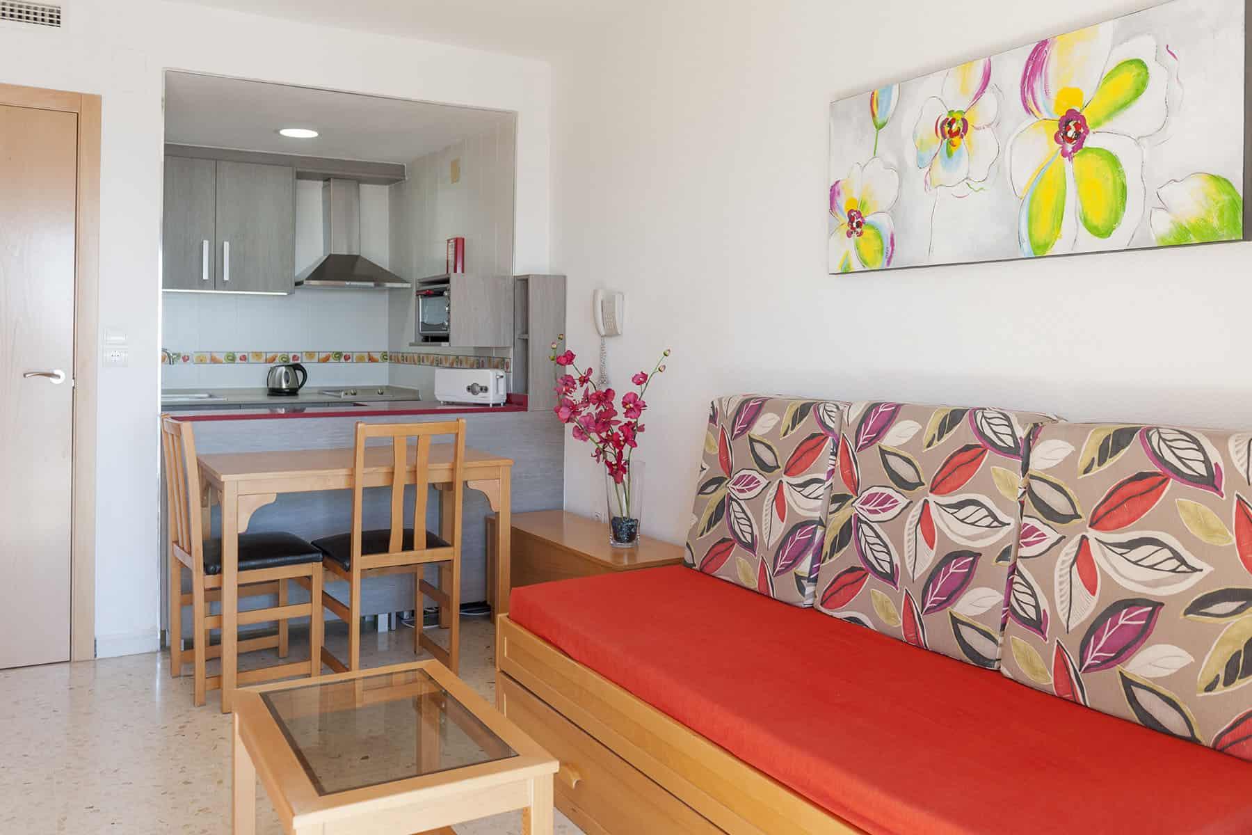 erapark-apartamentos-confortvistasmar-saloncocina (1)